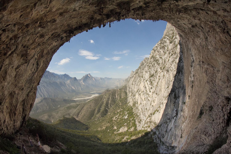 Interior de la Cueva de la Virgen en el Parque Ecológico La Huasteca