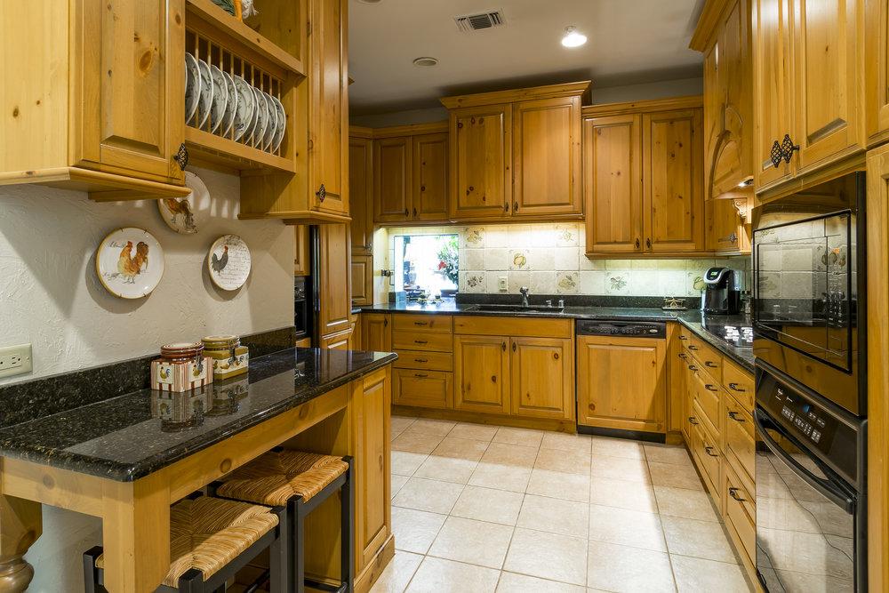 14_Kitchen.jpg