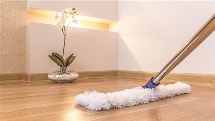 Clean hardwood floros