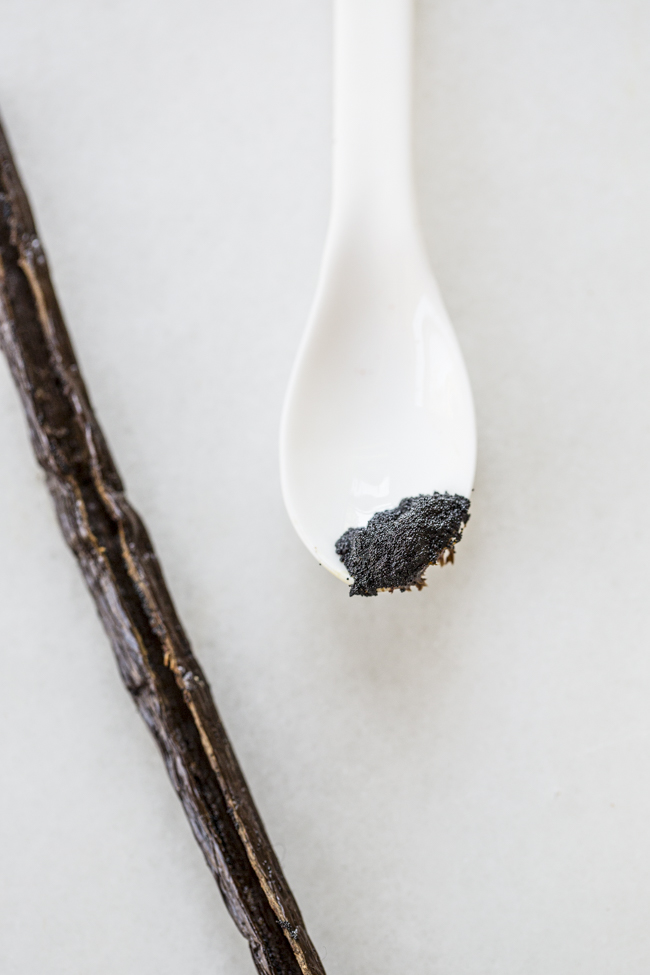 Rodelle Vanilla Beans used in Maple Vanilla Oatmeal Bars | edibleperspective.com