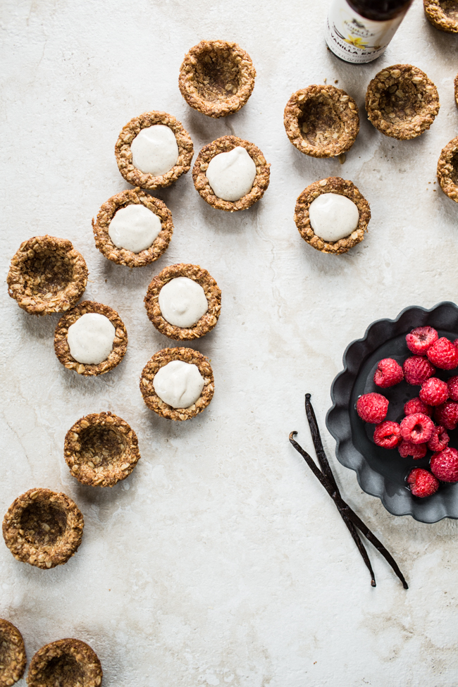 Oatmeal Cookie Tarts filled with Vanilla Bean Cream (vegan + gf) | edibleperpsective.com