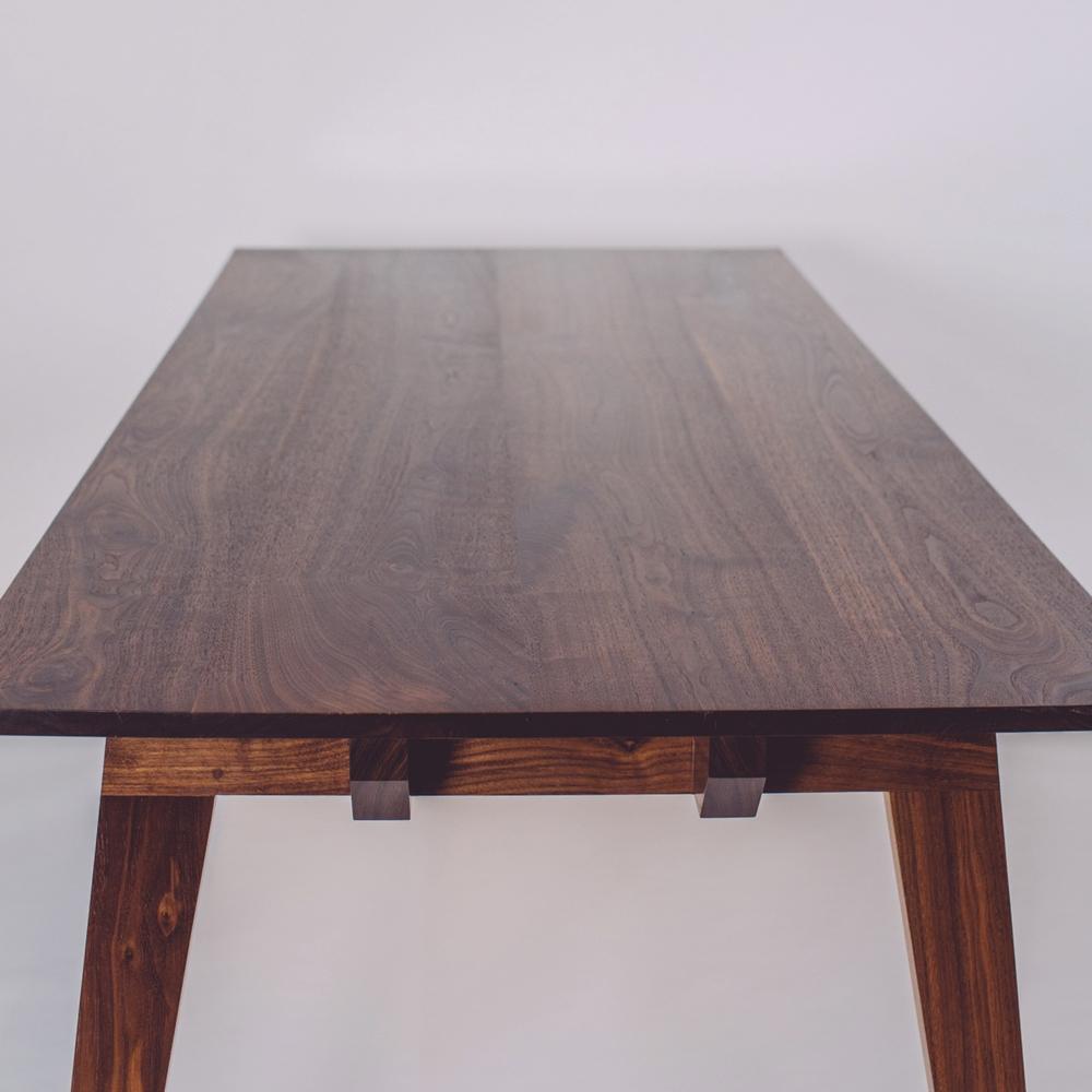 skana table_185841.jpg