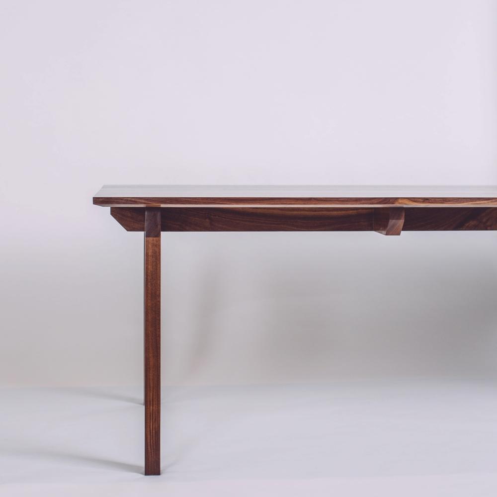 skana table_191829.jpg