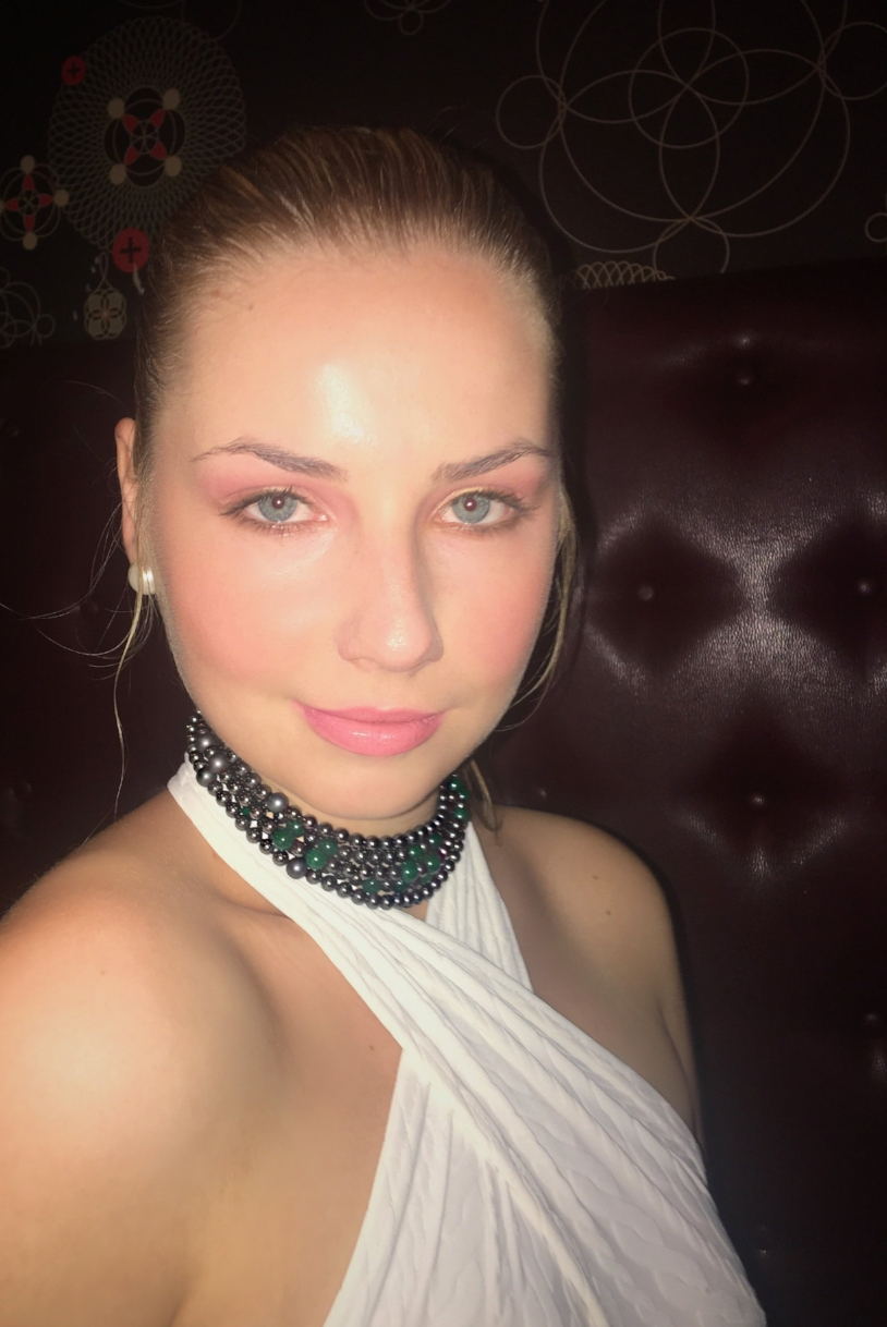 olga parkers jewelry emerald green onyx envy choker nyfw prive hype app fashion events jewelry collection couture fine jewelry envy green hematite bead choker necklace matte