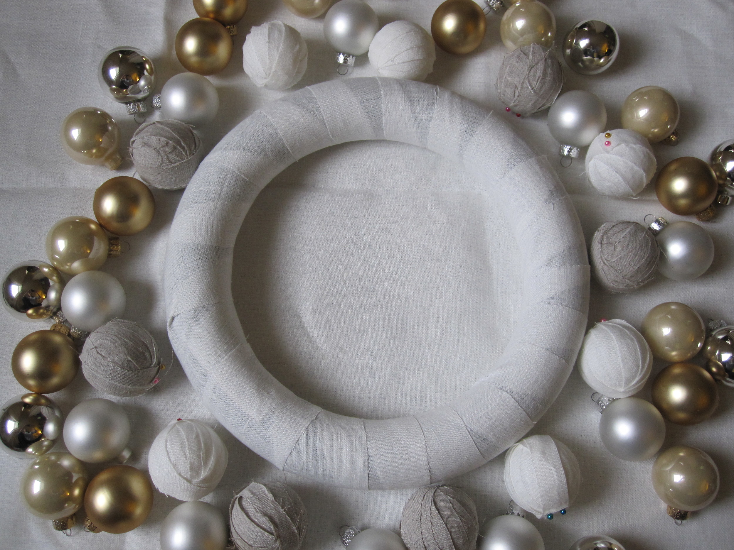 Spread All Of The Ornaments Out Around The Wreath And Arrange Them In A  General Pattern Of How You Want Them This Will Help You Make Sure The  Different