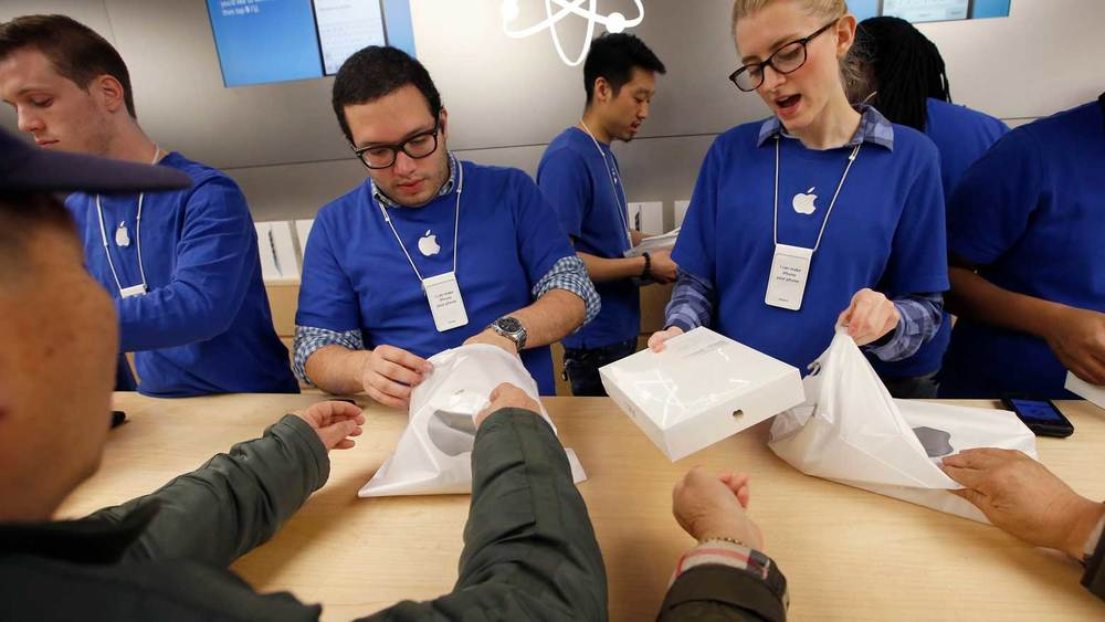 The Apple Genius Bar is one such place that's been designed to be an overarching experience that delightfully connects from the moment you initiate an appointment, to the moment you walk in the store and your geniuses are awaiting you.