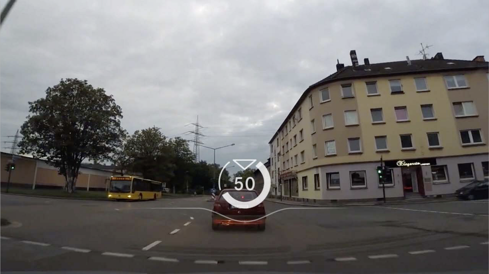 smart — the speed is visualized relative to the current speed limit. © Cécile Zahorka, Fabian Archner, Sebastian Kaim