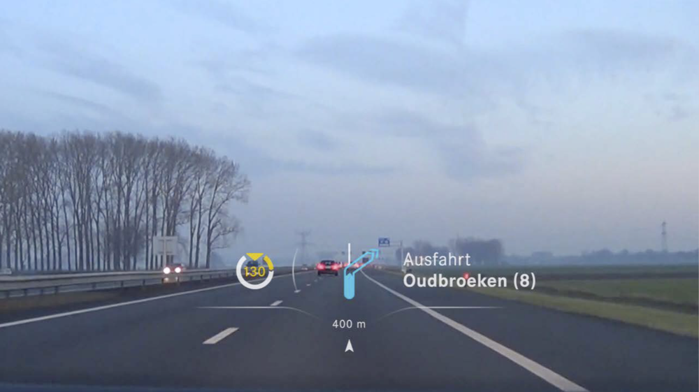 smart — The navigation hint only appears just before making a turn. Permanent information (e.g. ETA) is intentionally left out of the HUD. © Cécile Zahorka, Fabian Archner, Sebastian Kaim