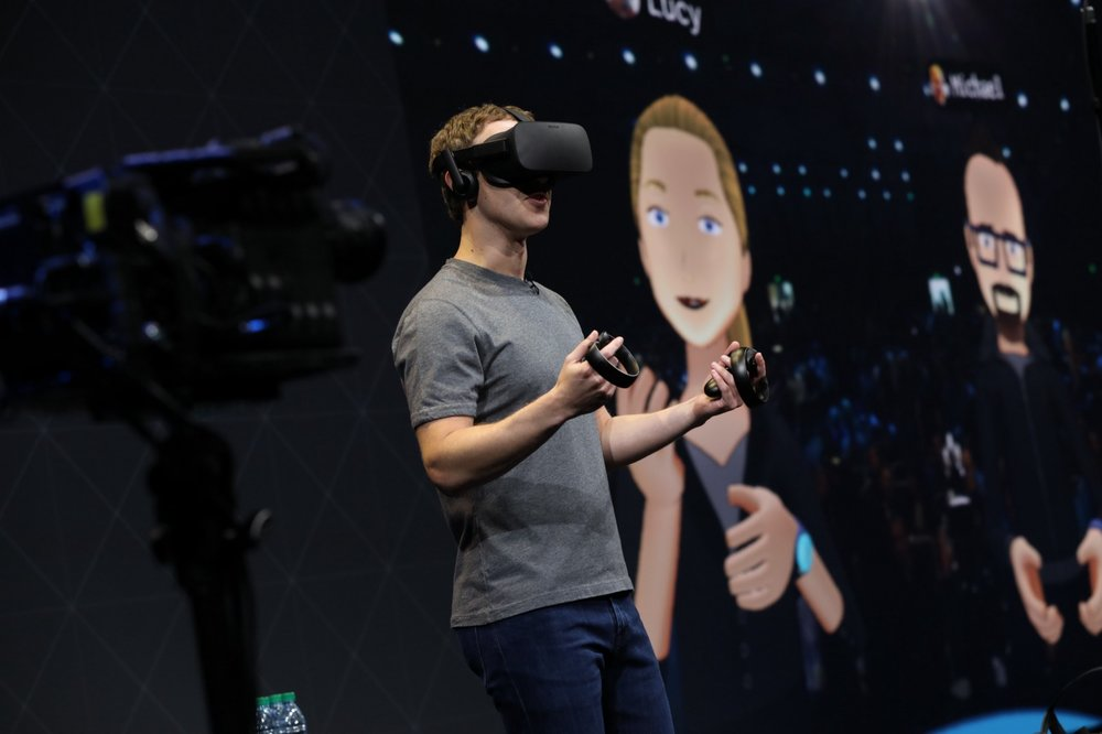 Mark Zuckerberg giving a demo of Spaces at Oculus Connect 3 with his guests being in different locations.