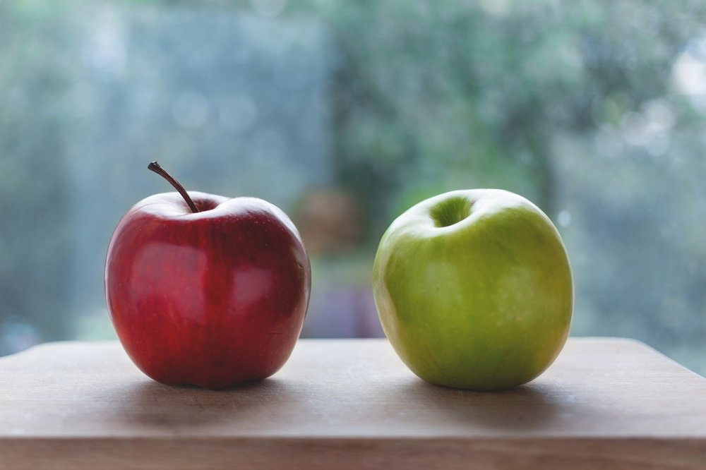 Two variations of an apple (Image from  Pexels )