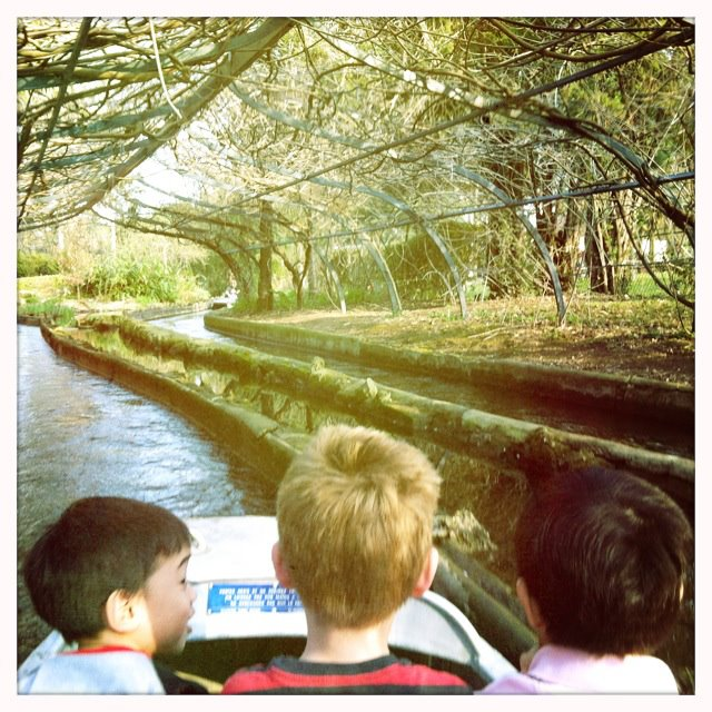 The boatride in the Jardin d'Acclimation was awesome. Kids in the front, adults making out in the back...