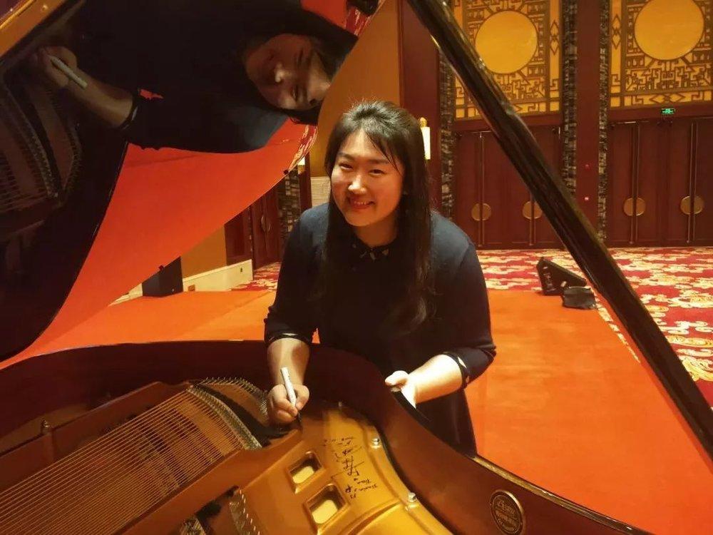 佳鑫再次感谢上合组织的邀请,   感谢蚌埠朗朗琴行施坦威专卖店、蚌埠星起点艺术中心提供用琴,  是你们让佳鑫有了回家的感觉;