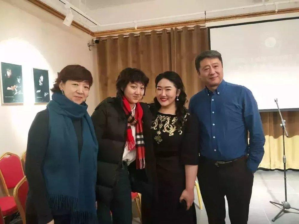 佳鑫与粉丝合影▽