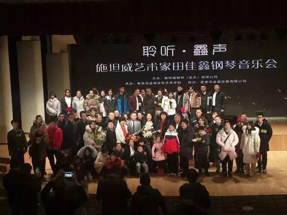 佳鑫与所有志愿者合影▽