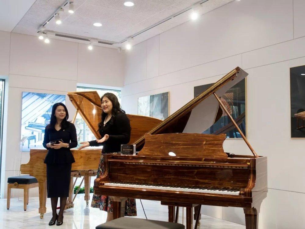 12月26日|北京施坦威之家  佳鑫参与了北京施坦威之家全世界限量版的spirio售出的揭盖仪式。