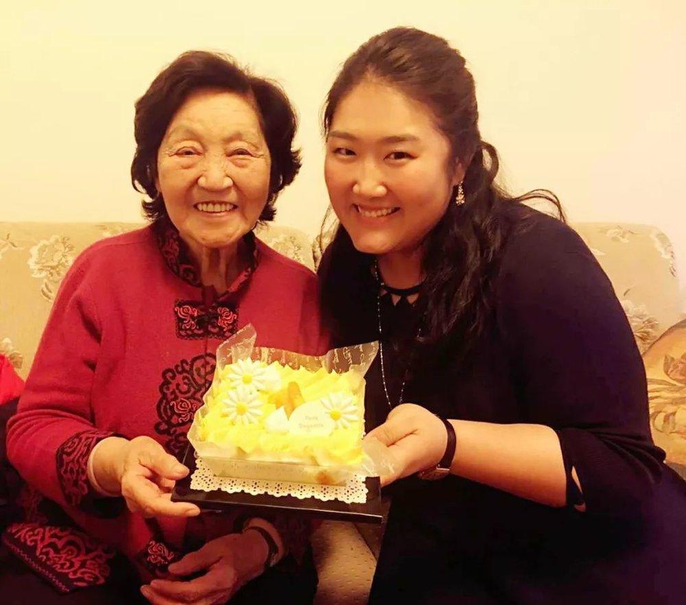 另外,佳鑫犹记得,在2018伊始之时,佳鑫最敬爱的导师,世界著名钢琴、指挥大师菲利普•昂特勒蒙在北京国家大剧院举办自己的钢琴独奏音乐会。  佳鑫与恩师在音乐会上的相见,也成了毕业与若干个同台之后难得的见面。
