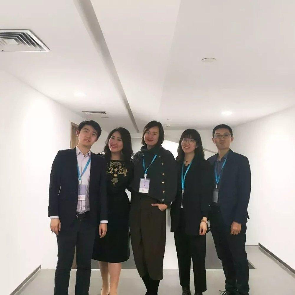 佳鑫与音乐家及部分工作人员