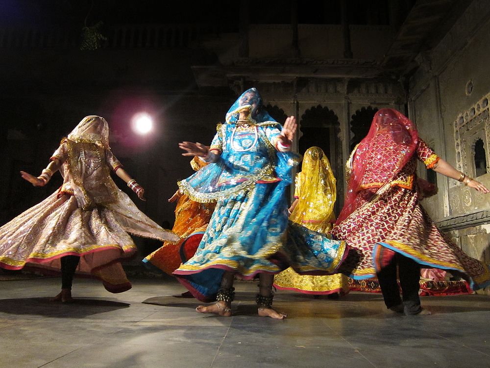 Dancing Saris - Udaipur, India