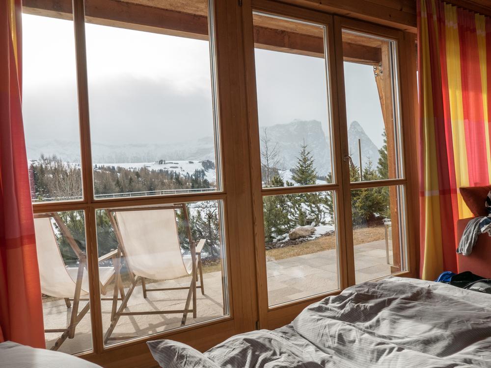 Vårt rum, alltid lika gött att dra upp gardinerna på morgon.