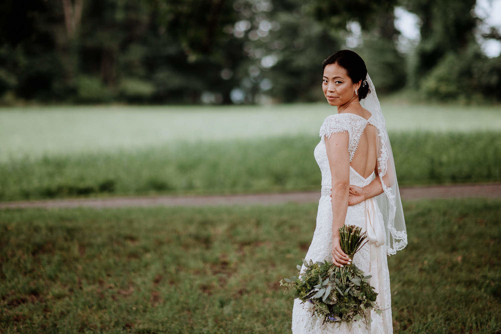 Red Maple Vineyard bride pictures