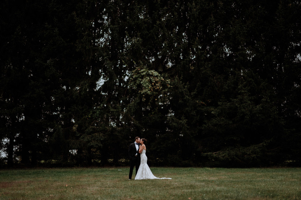 Red Maple Vineyard Wedding couple pictures