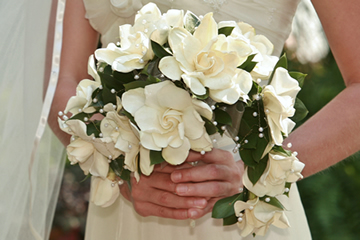 Which bouquet style is best for me rose of sharon for Crescent bouquet