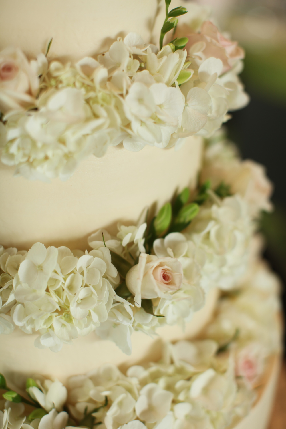 Cool Summer, Crystal Bridges Museum, Benfield Photography, Inspired Grace Weddings, Cake Flowers