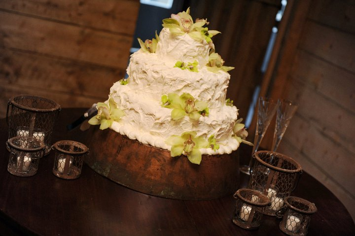 Rustic Blue & Green, Pratt Place Inn & Barn, Rachel Blackwell Photography, Details Wedding & Events, Cake Flowers