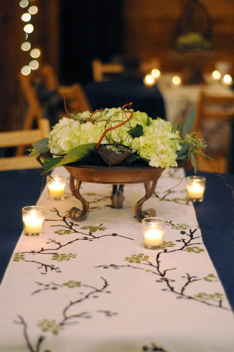 Rustic Blue & Green, Pratt Place Inn & Barn, Rachel Blackwell Photography, Details Weddings & Events, Hydrangea Centerpiece