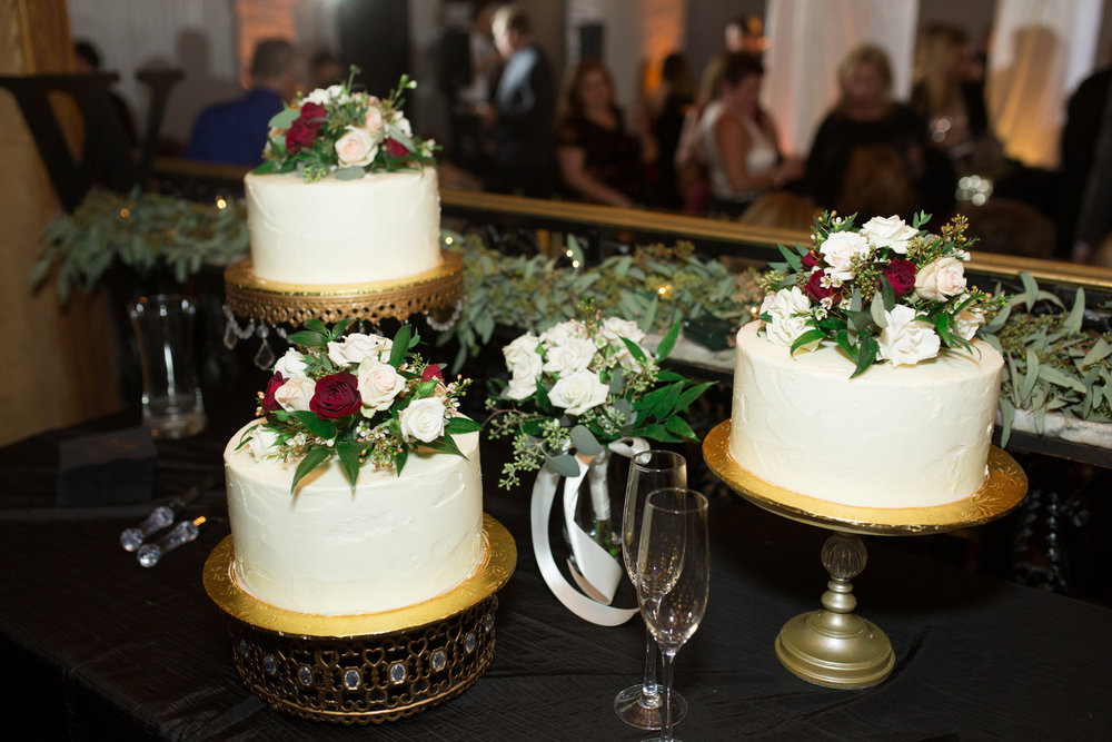 07. Erika Dotson Photgraphy. Rose of Sharon Floral Designs. blush & burgundy wedding. Cake flowers.jpg