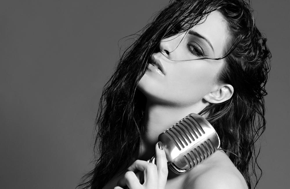 LUCIE JONES | ACTOR & SINGER