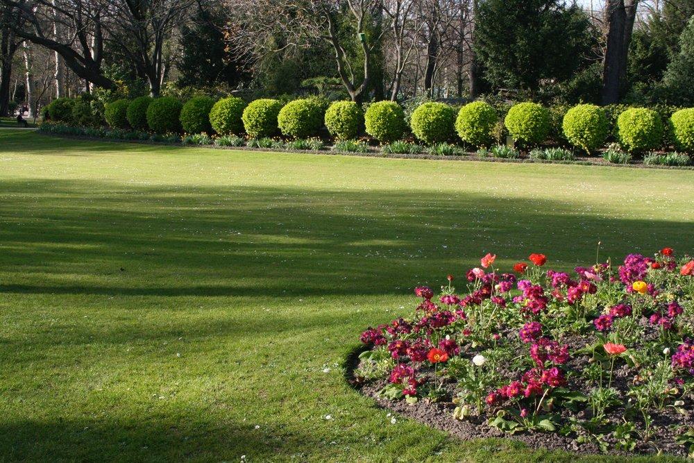 Green lawn Lux Gardens Paris .jpg