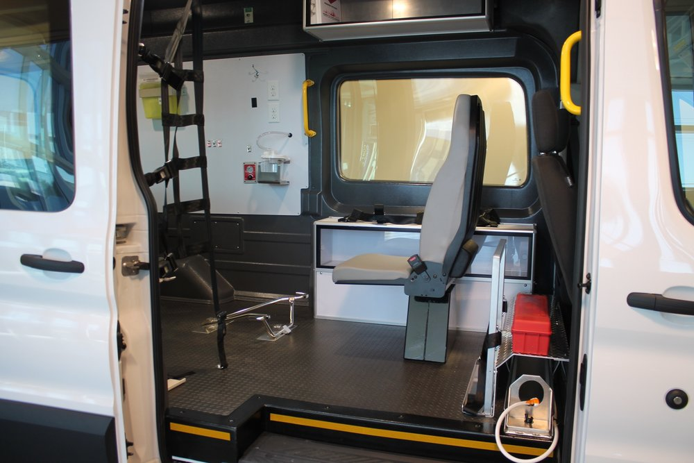 2019-ABLS0002-carrier-centers-patient-transfer-ford-transit-t250-highroof_004.JPG