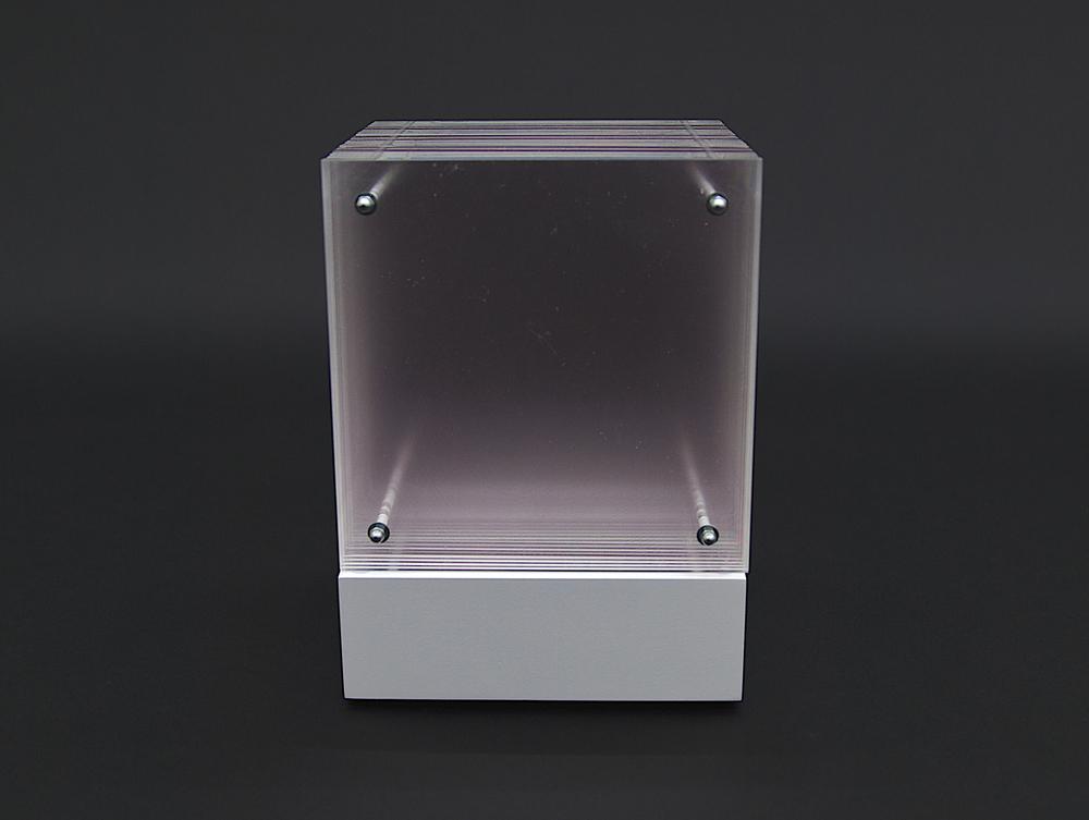 objekt nr. 01/2012- acrylglas bemalt - 15 x 15 x 15 cmauf drehbarem sockel