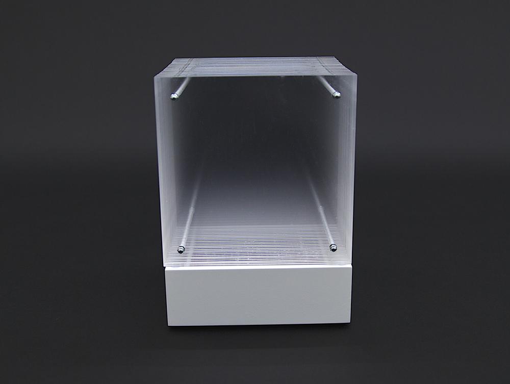 objekt nr. 01/2010- acrylglas - 15 x 15 x 15 cmauf drehbarem sockel