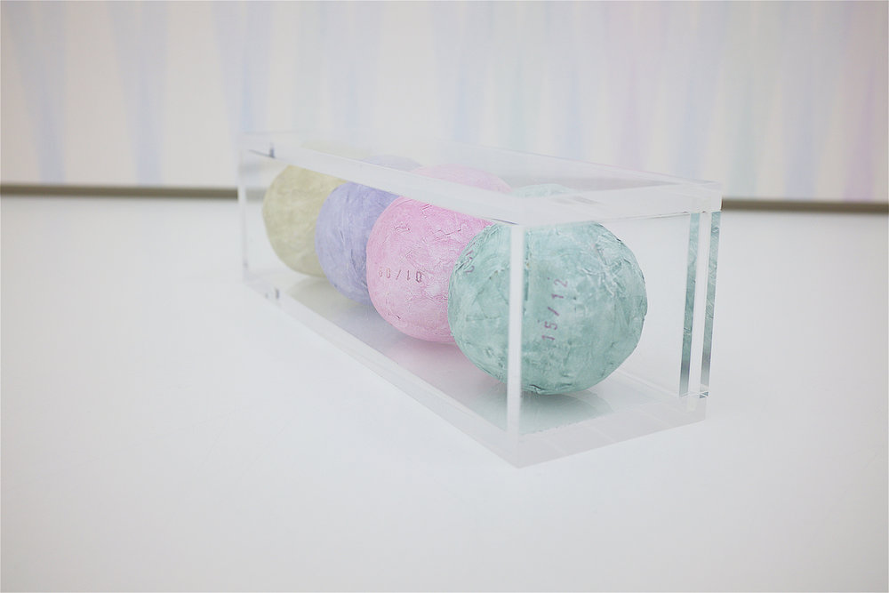 multiple nr. 1.1-10/2016 (acrylglas-box) - acryl auf malerkrepp - 8.5 x 29.5 x 8.5 cm