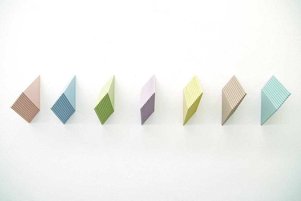 multiples nr. 28.1-28.7/2007 - kunstharz auf mdf - 24 x 8.6 x 14.8 cm