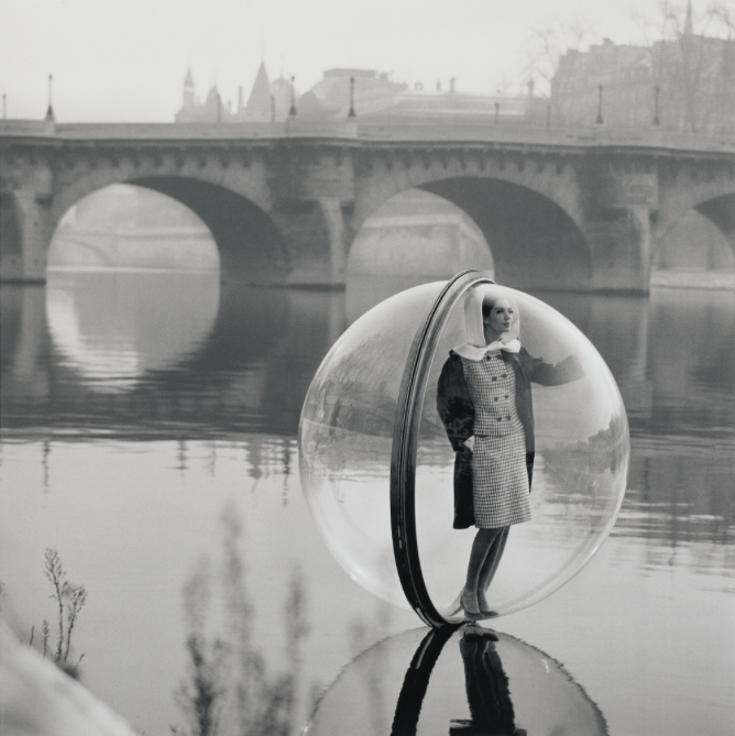 Melvin Sokolsky:'BUBBLE ON THE SEINE, PARIS', 1963
