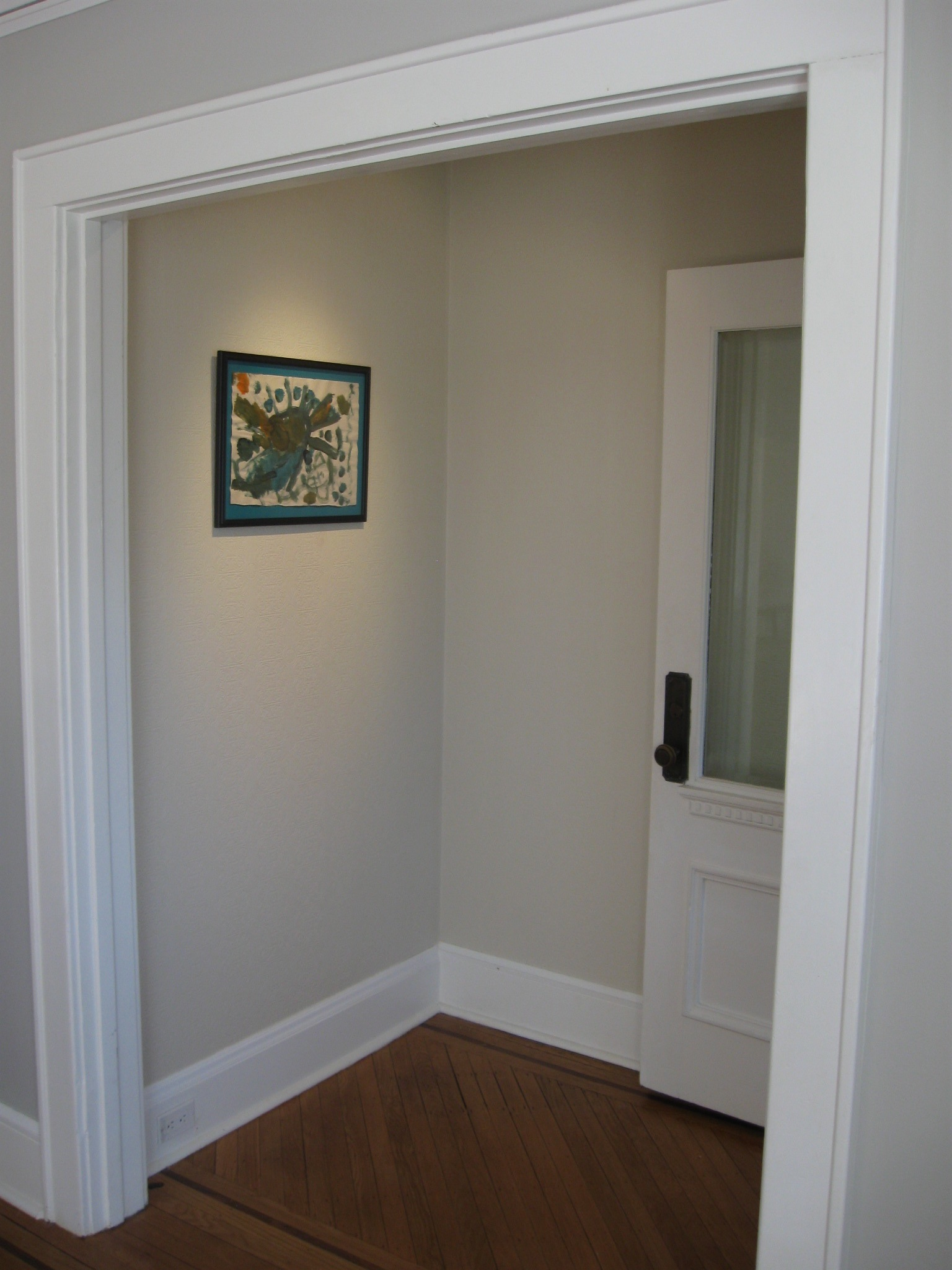No one puts an entryway in a corner!