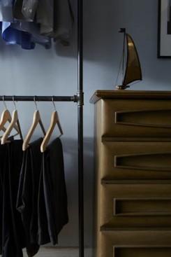 Closet hanging detail