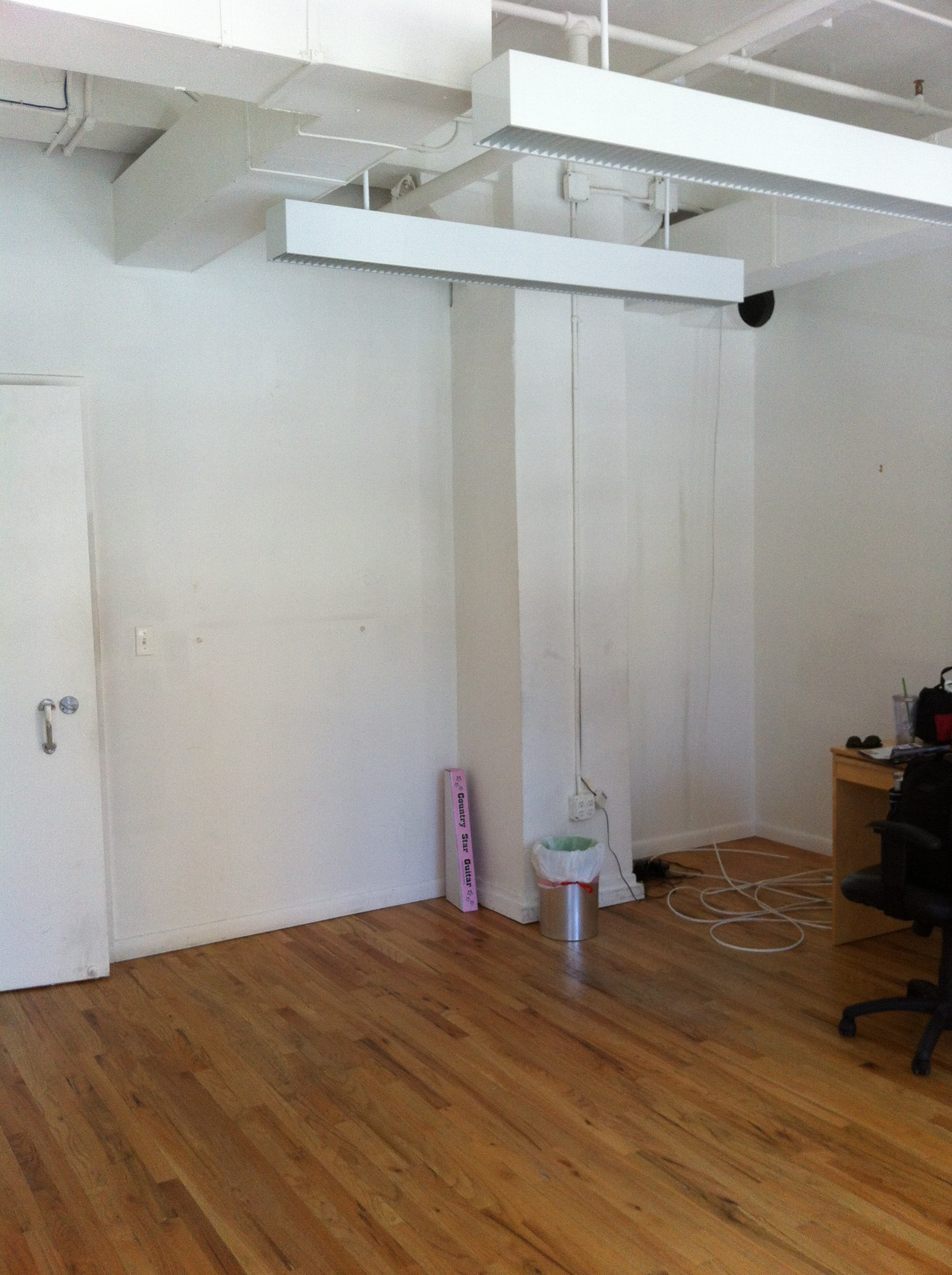 A fifth and final picture of the new office