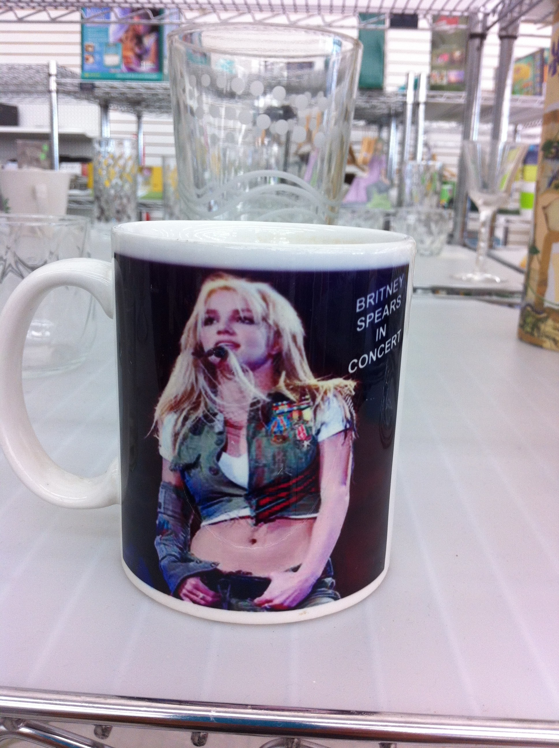 Another pic of Britney Spears on the reverse side of the same mug