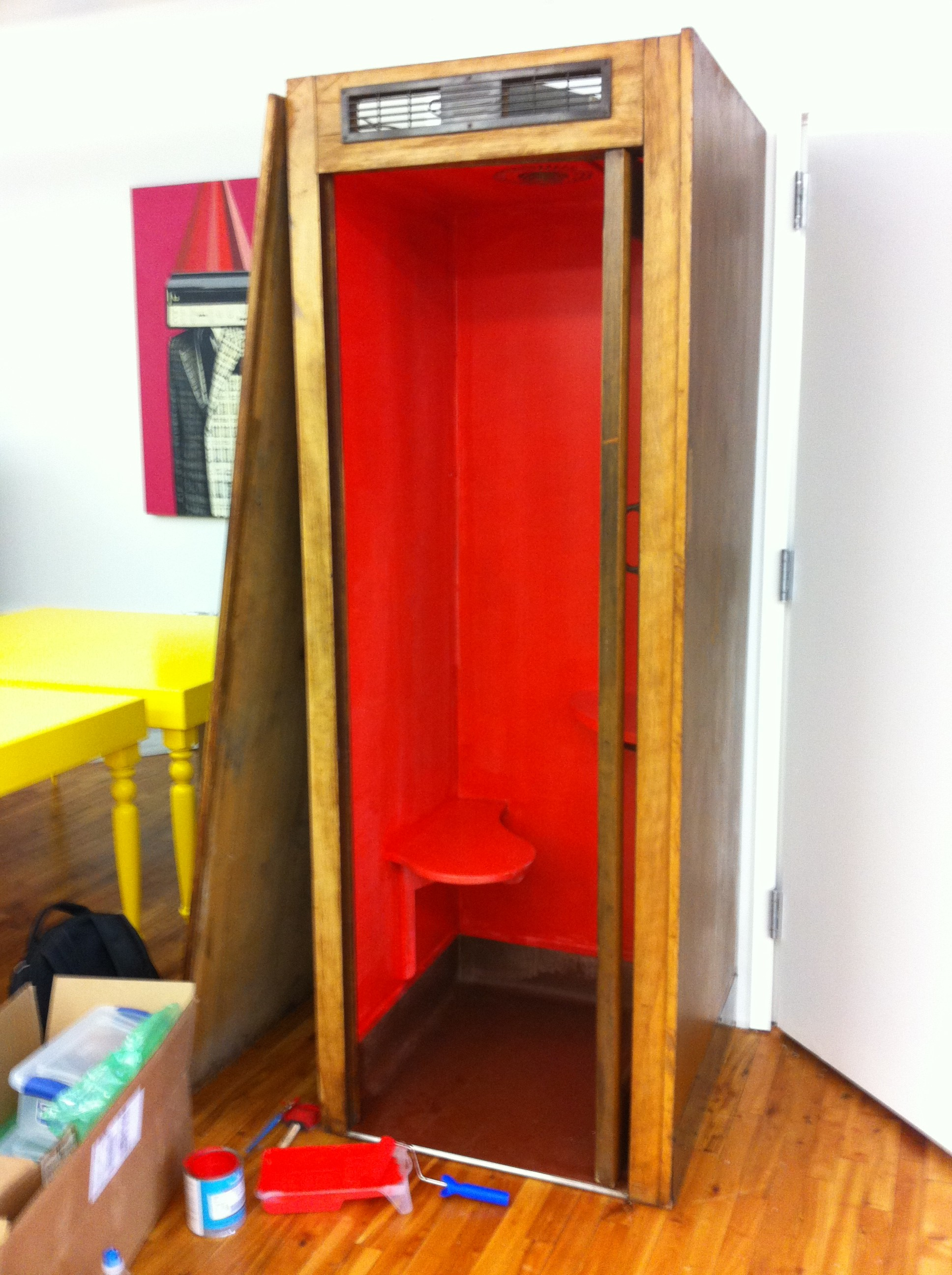 A pic of the red paint job for the phone booth