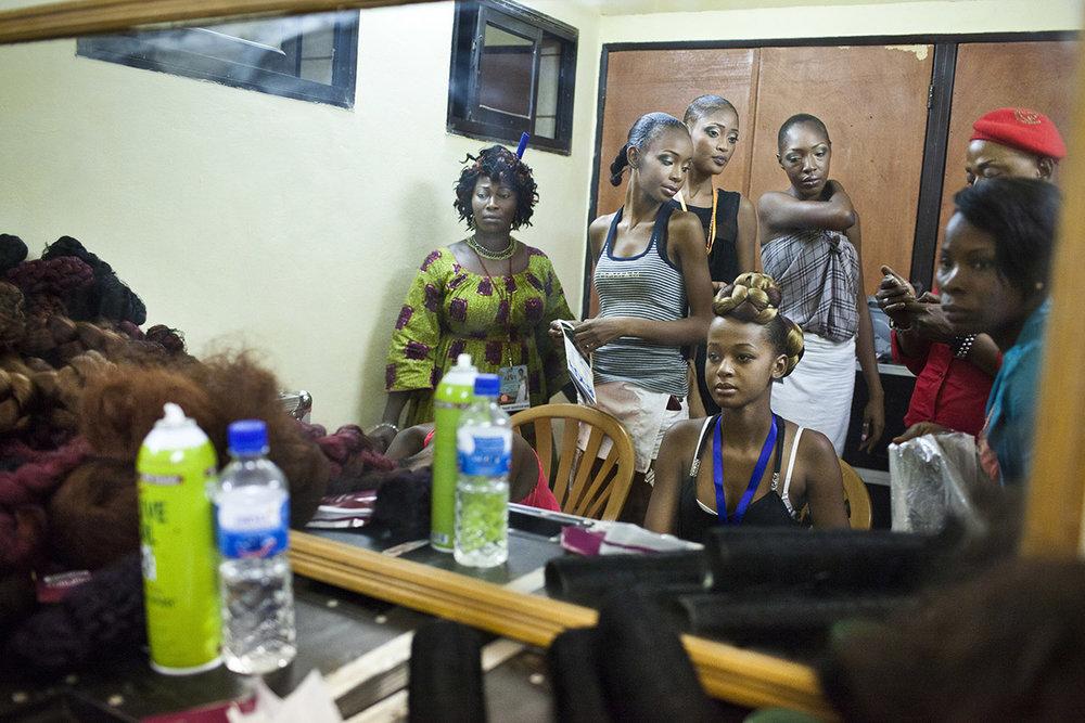 2 YOUNG AFRICAN MODELS_NIGER_FASHION_HECTOR MEDIAVILLA_09.jpg