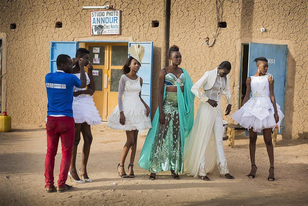 2 YOUNG AFRICAN MODELS_NIGER_FASHION_HECTOR MEDIAVILLA_14.jpg