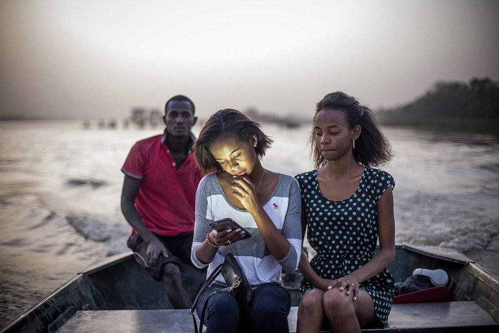 2 YOUNG AFRICAN MODELS_NIGER_FASHION_HECTOR MEDIAVILLA_18.jpg