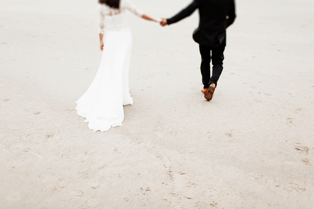 oregon-coast-hug-point-elopement-wedding-portraits-portland-beach-fog-photographer-elizabeth-wells-photography