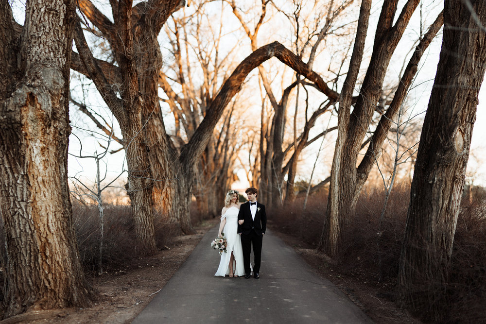 los-poblanos-wedding-albuquerque-new-mexico-elopement-elizabeth-wells-photography-photographer-winter-floral