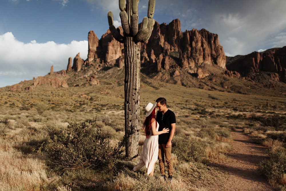phoenix-arizona-wedding-engagement-albuquerque-desert-elopement-elizabeth-wells-photography-photographer-saguaro