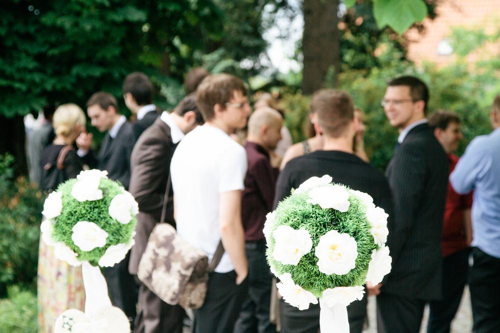 Mr. und Mrs. Götz heirateten im Herrenhaus in Weimar. Ich durfte die Hochzeit als zweiter Fotograf begleiten. Ein fotografischer Einblick in eine fröhliche Hochzeit mit einem ausgelassenen Brautpaar. Foto: Henry Sowinski